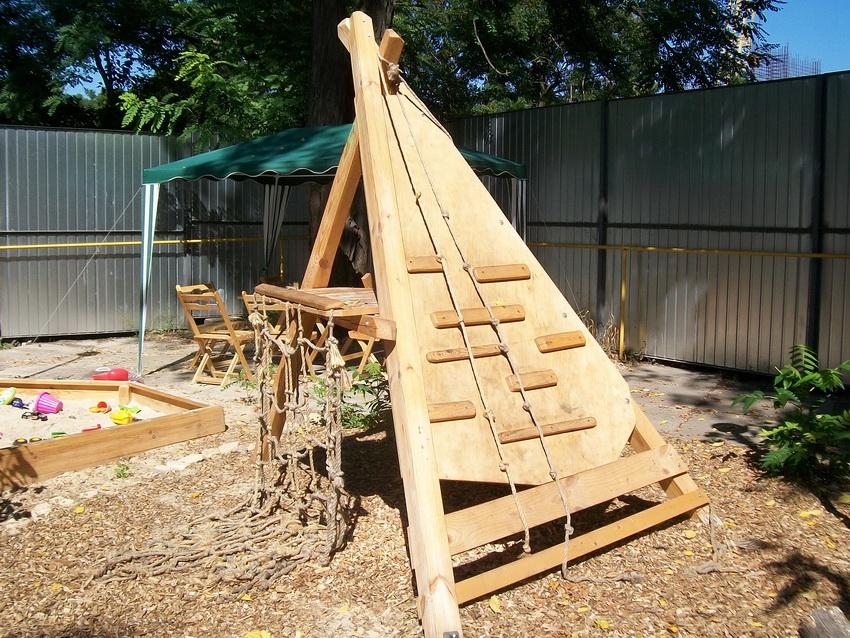 Как сделать детскую площадку из досок